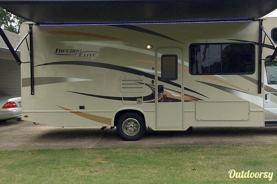 exterior 2017 Thor Motor Coach Freedom Elite Burlison, TN