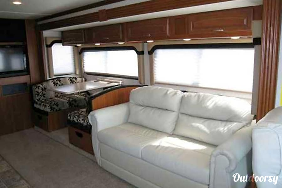 interior Luxury on Wheels! New Albany, OH