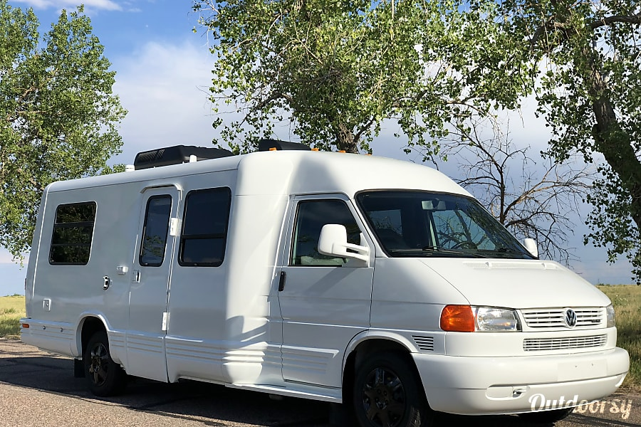 exterior Volkswagen Rialta Eurovan camper by Winnebago. 17-20 MPG! Front wheel drive does great in the snow! Denver, CO