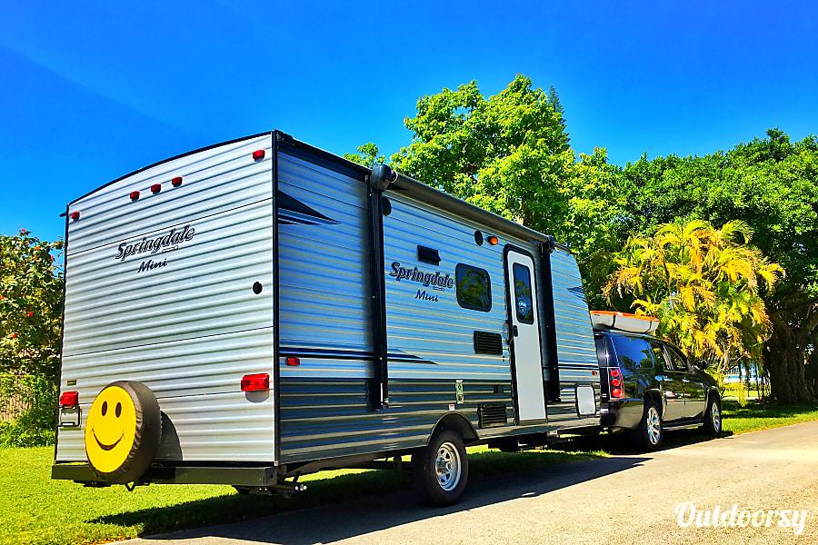 Brand new, tows with a van, sleeps 6 Miami, FL