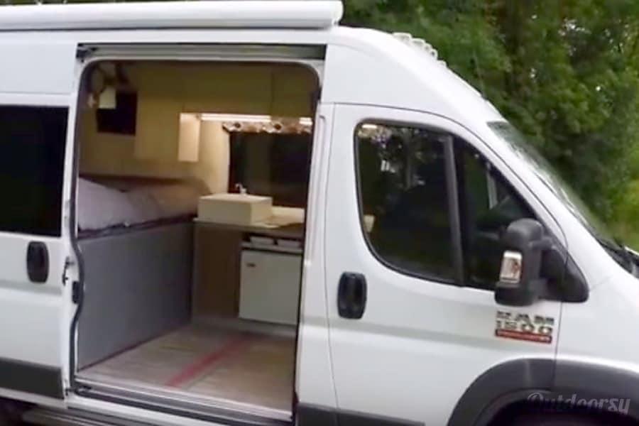 2000 Dodge Sprinter Van Motor Home Camper Van Rental In Long Beach