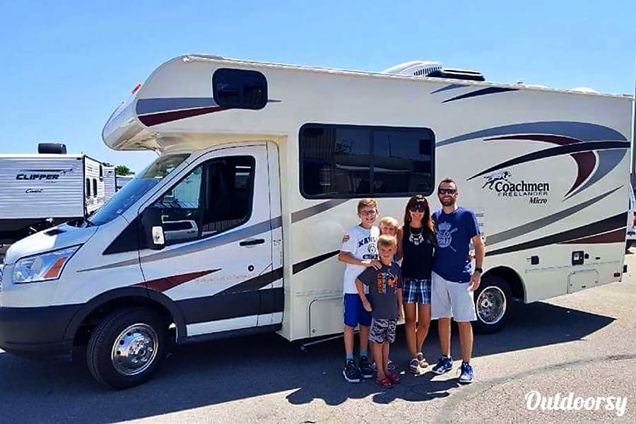 exterior 2019 Coachmen Freelander Gardner, KS