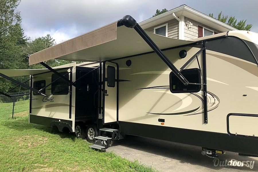 exterior 2018 Keystone Cougar 30RLI Hudson, NH