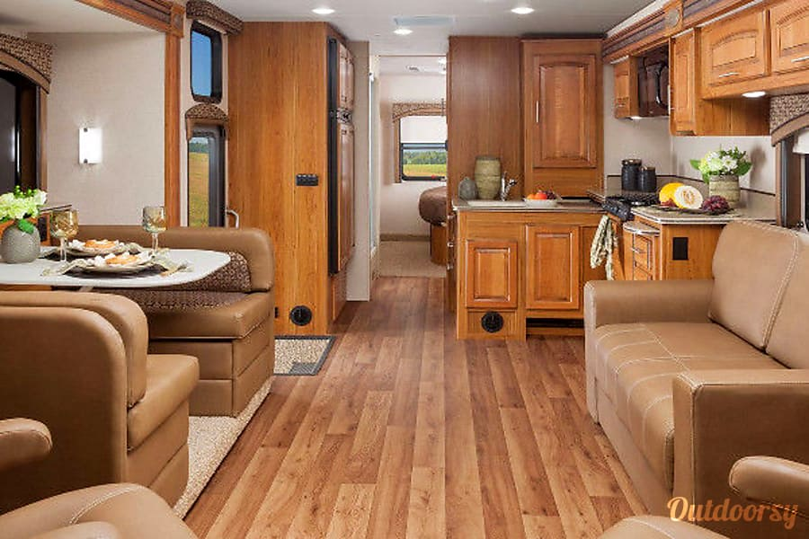 interior 2016 Jayco Precept Goderich, ON