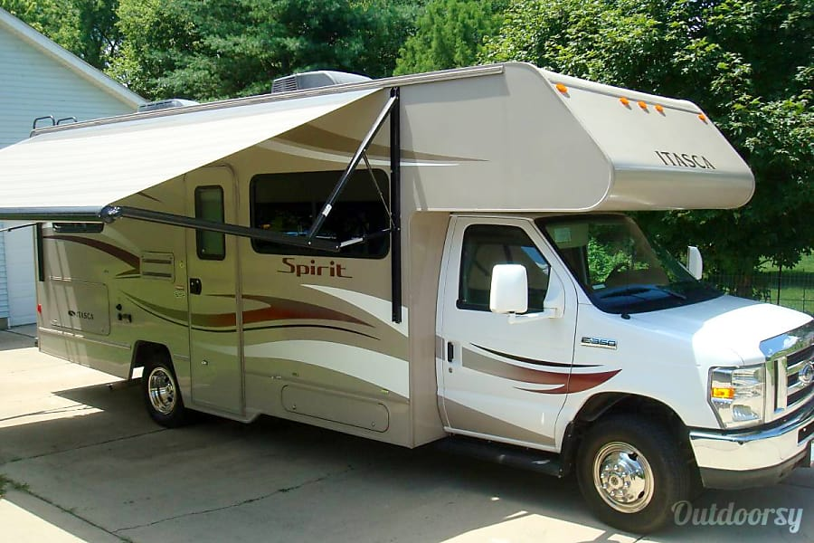 exterior 2014 Winnebago Itasca Spirit. Easy to drive! Germantown, OH