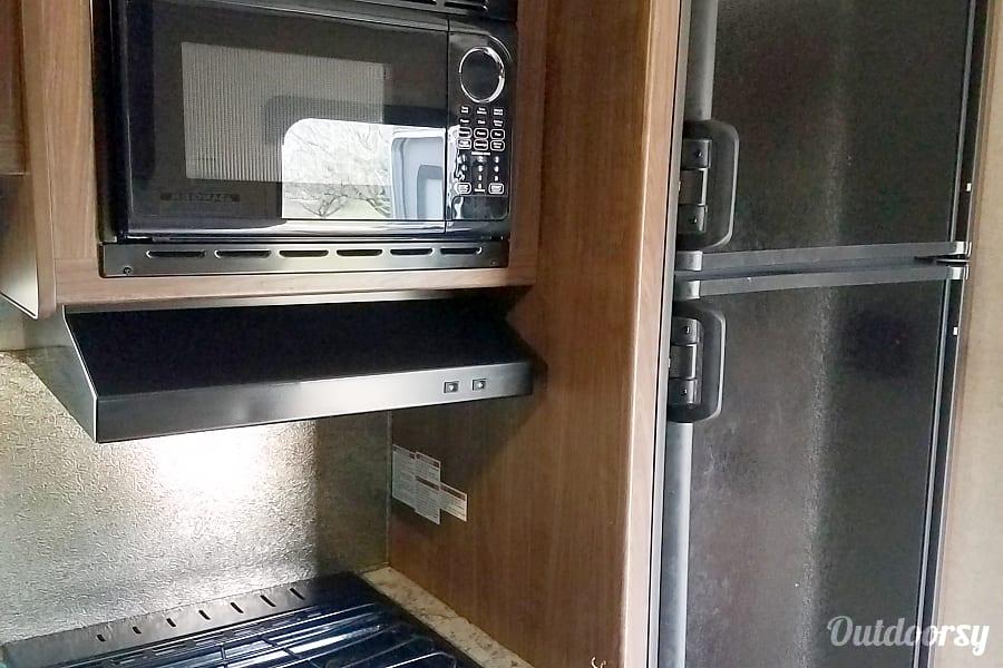 2016 Heartland Pioneer Rear Garage Door Marengo, OH Microwave Oven  Refrigerator And Gas Stove Top