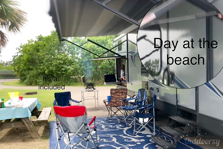 exterior Budget Luxury 2014 Light Bunkhouse Trailer Pearland, TX