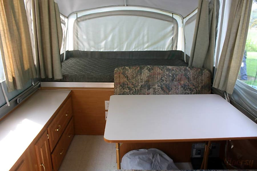 Coleman Pop-Up Camper / Delivery & Set-up Available Pocono Lake, PA