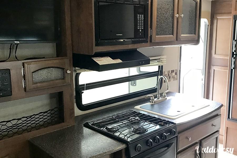 interior 2017 Coachmen SUV OR 1/2 TON TOWABLE 192RBS Paola, KS