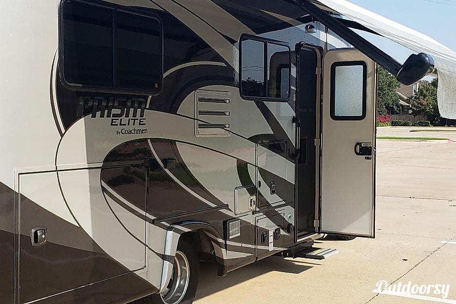 exterior 2018 Coachmen Prism Corinth, TX