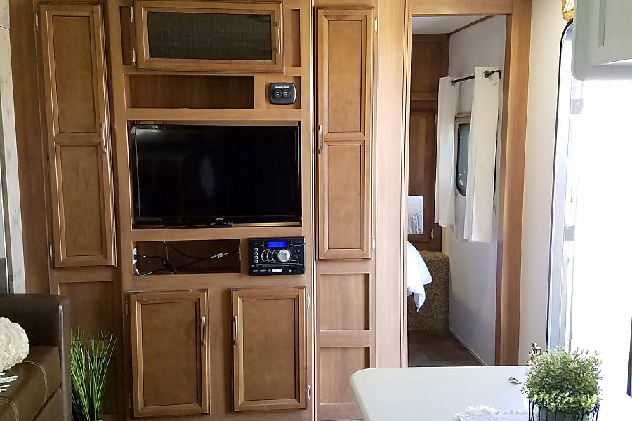 interior 2017 Coachmen Apex 300BHS Bishop, CA