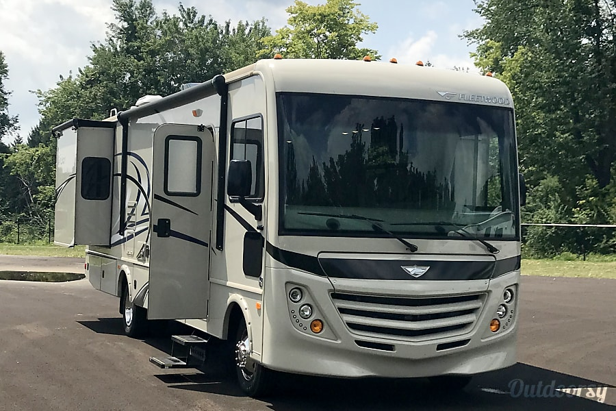 Free Satellite TV and Satellite Radio!!!-  Fully equipped 2018 Fleetwood Flair with tons of amenities Columbus, OH