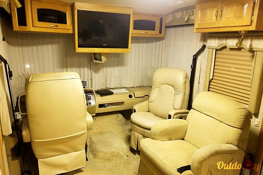 interior Newmar Kountry Star perfect for your next trip Cincinnati, OH