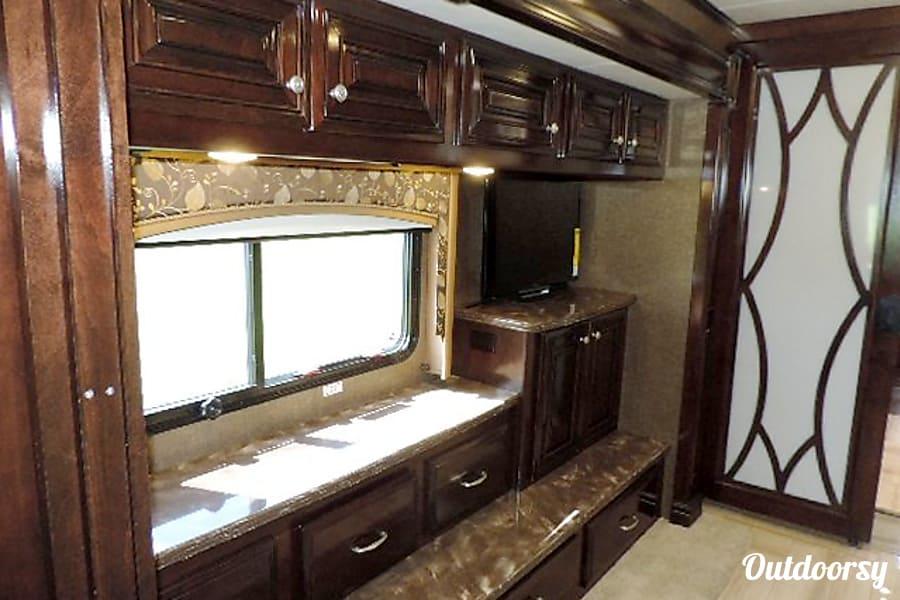 interior 2015 Thor Motor Coach Tuscany Manhattan, IL