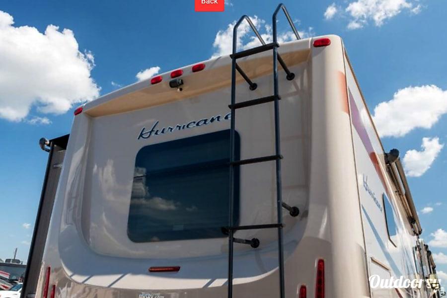 exterior 2016 Thor Motor Coach Hurricane Midlothian, TX