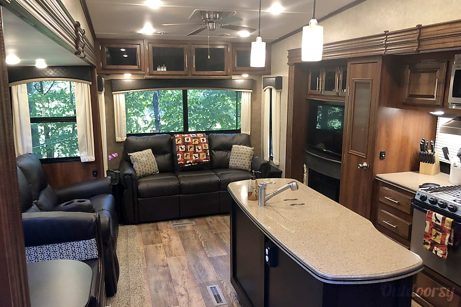 Interior Steven, Diana, And Hannahu0027s RV Pelham, AL ...