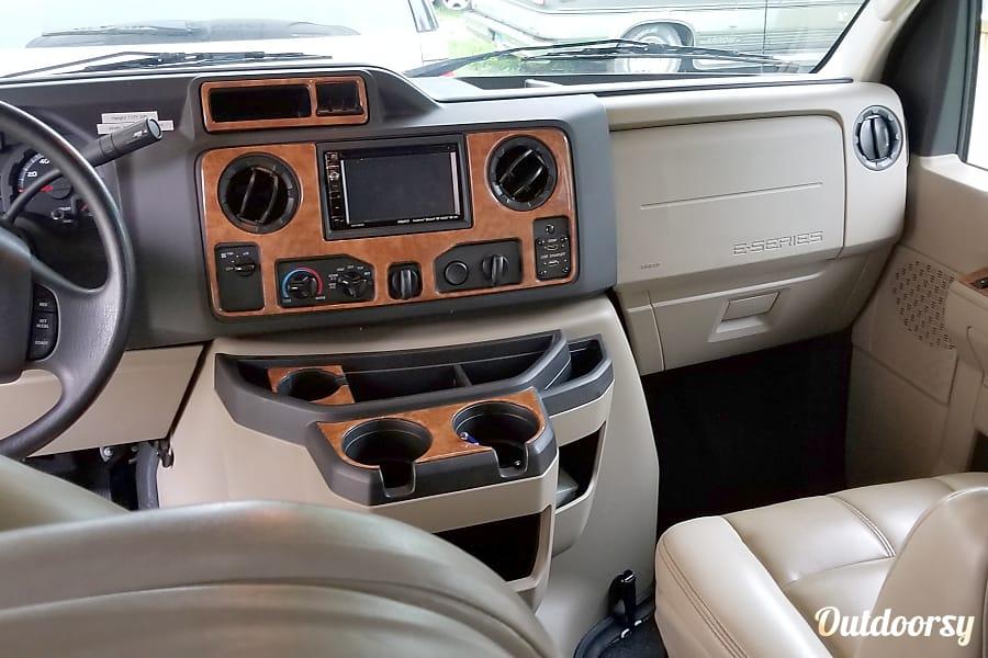interior 2018 Thor Motor Coach Quantum Sycamore, IL