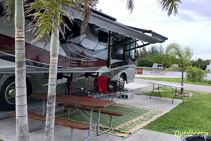 exterior 2009 Winnebago Itasca Latitude   Perfect for River Ranch and Fort Wilderness Lakeland, FL