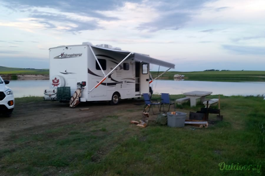 exterior 2013/2014 Adventurer 23DS Class C Motorhome Winnipeg, MB