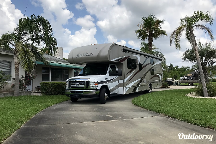 exterior The People of Abinadom: 2017 Thor Motor Coach Chateau St. Augustine, FL