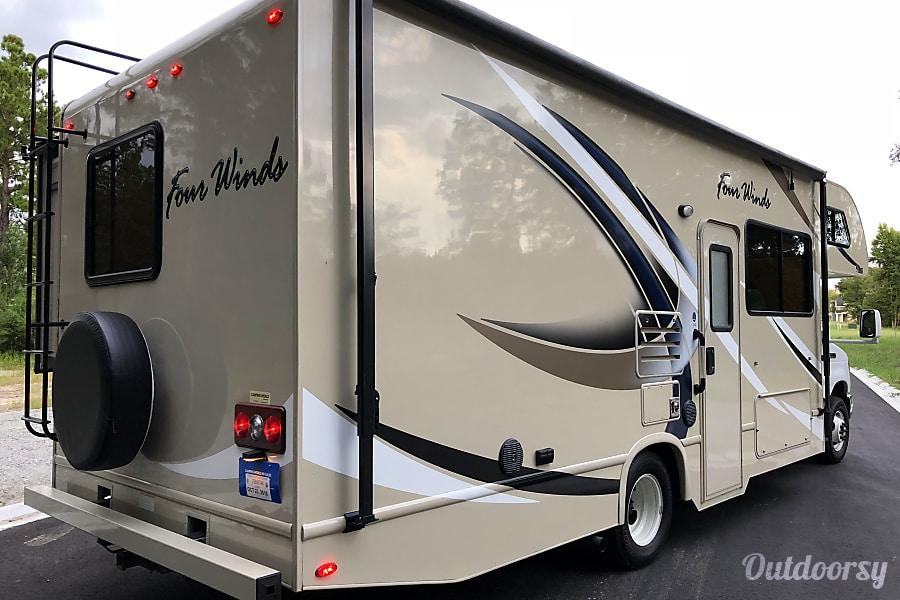 exterior 2018 Thor Motor Coach Four Winds 26b Richmond Hill, GA