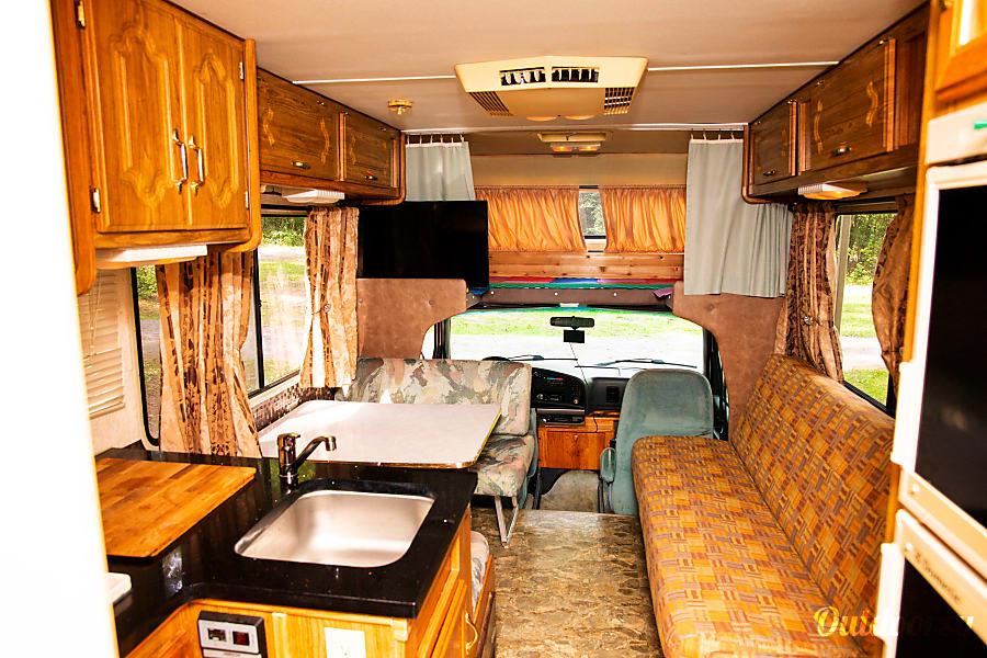 interior Conquest Ford E-350 Ottawa, ON