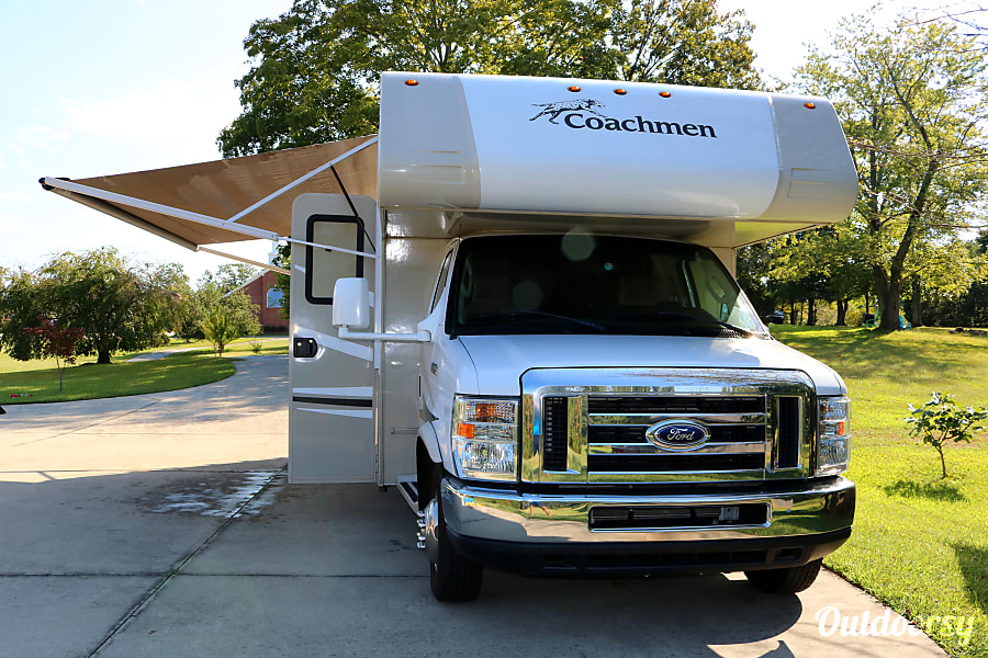 exterior 2015 Coachmen Leprechaun 21' fully equipped & easy to drive Clarkesville, GA