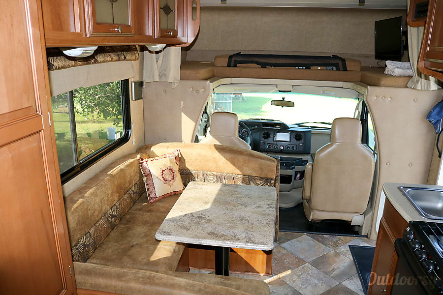 interior 2015 Coachmen Leprechaun 21' fully equipped & easy to drive Clarkesville, GA