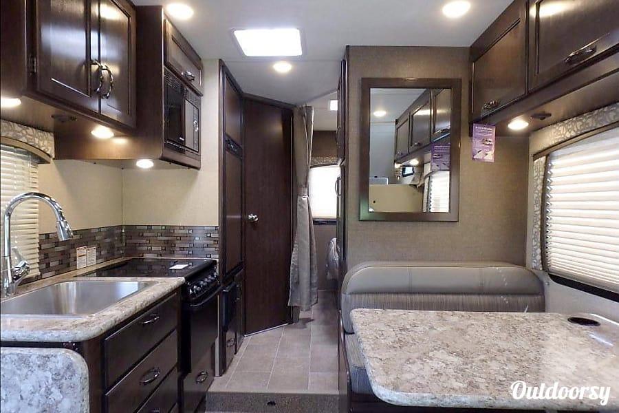 interior 2018 Thor Motor Coach Four Winds San Diego, CA