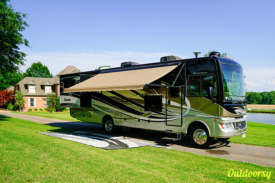 exterior 2015 Bounder FULLY Loaded for FunVentures! Arlington, TN