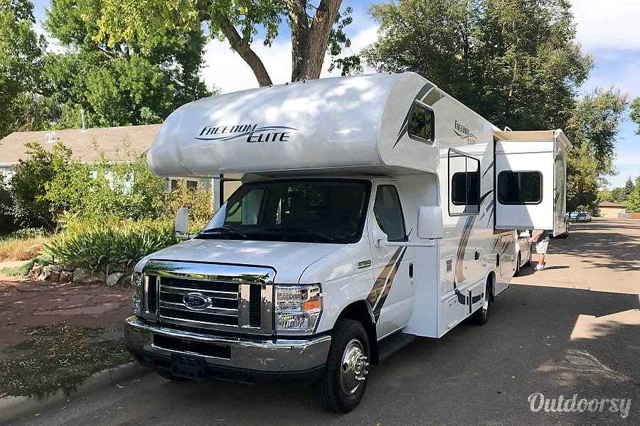 "exterior 2019 Thor Motor Coach Freedom Elite (She likes to be called ""Freida"") Longmont, CO"