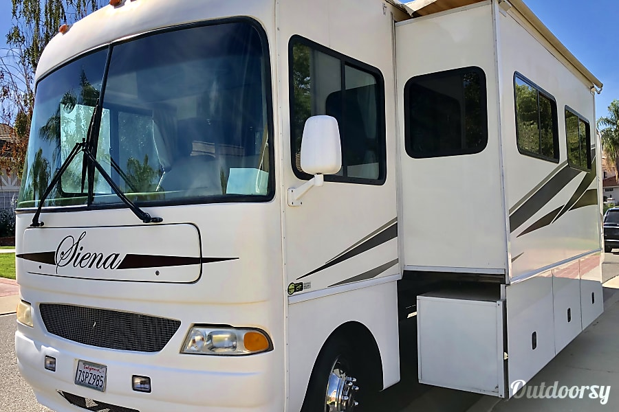 2007 Ct Coachworks Siena 39 Motor Home Class A Rental In Simi Valley