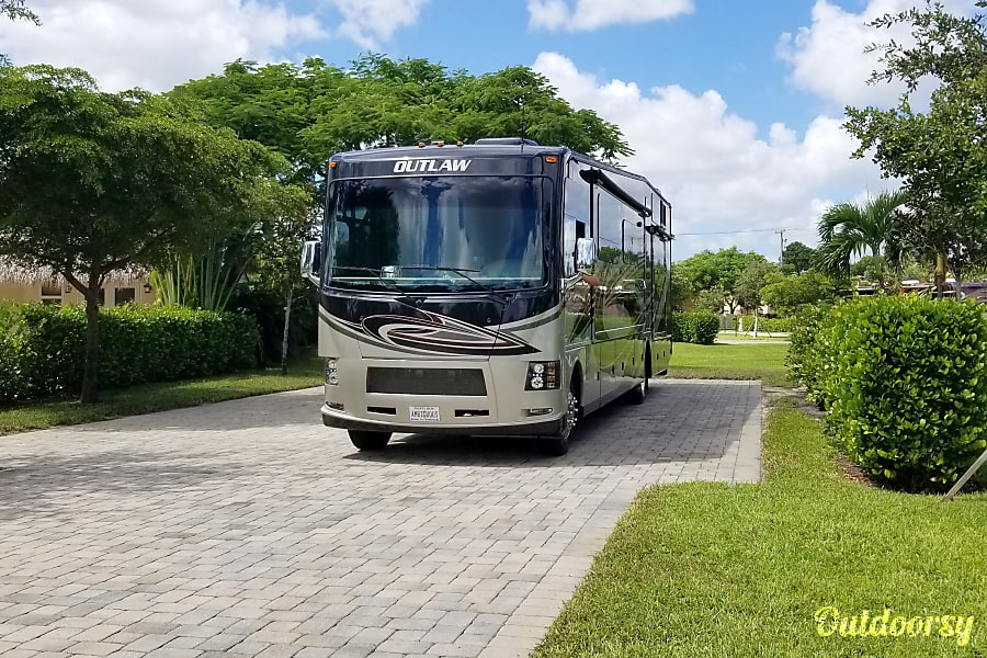 Daytona Tailgating monster coach in 2017 Outlaw 38RE DELIVERY ONLY TO SPEEDWAY Port Orange, FL