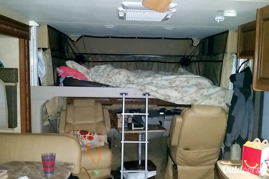 interior 2014 Thor Motor Coach Hurricane Millsboro, DE