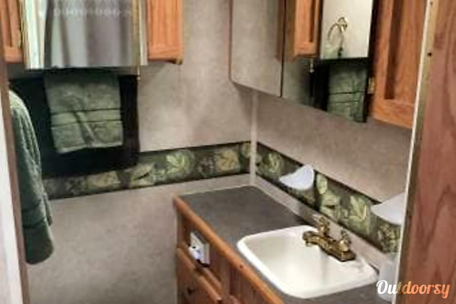 2003 Jayco Granite Ridge Class C 3100 SS. Please Note: Our minimum night is 4, not 2, as it says in listing. It will show correctly when you book your trip. Outdoorsy is working on this display glitch. Thanks for your understanding. DeForest, WI