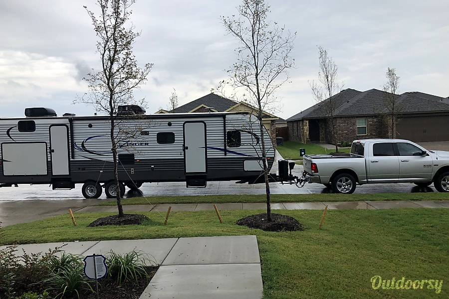 """exterior 2017 Crossroads Zinger """"The Mother Ship"""" Will deliver, Setup, and Pickup McKinney, TX"""