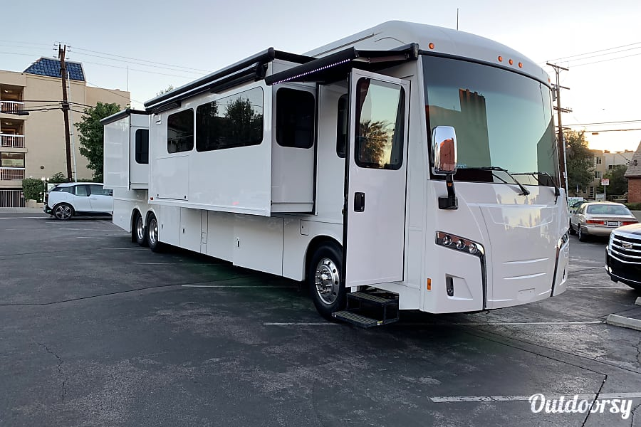 2019 Winnebago Horizon Motor Home Class A Rental In Sun