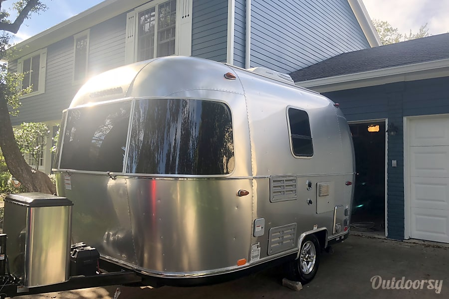 exterior 2019 Airstream Sport (Lil'Beasty) Austin, TX