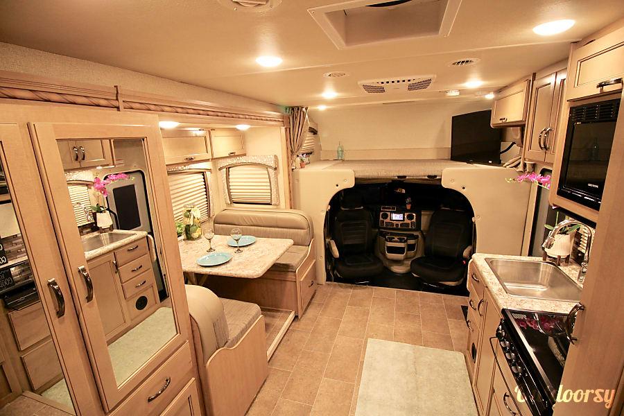 24' *NEW* LUXURY Thor Micro RV w Solar & WallSlide Sleeps 6 Oceanside, CA