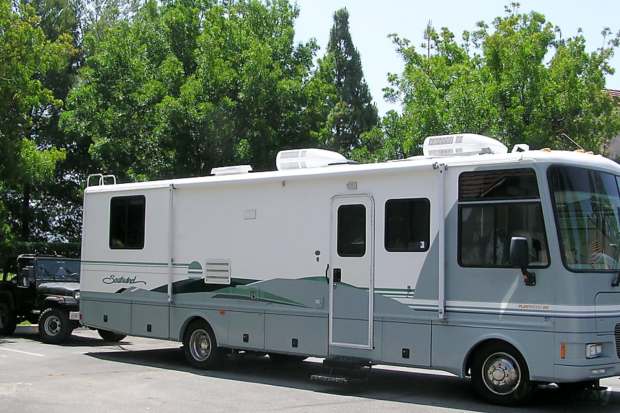 exterior 2000 Fleetwood Southwind Scotts Valley, CA