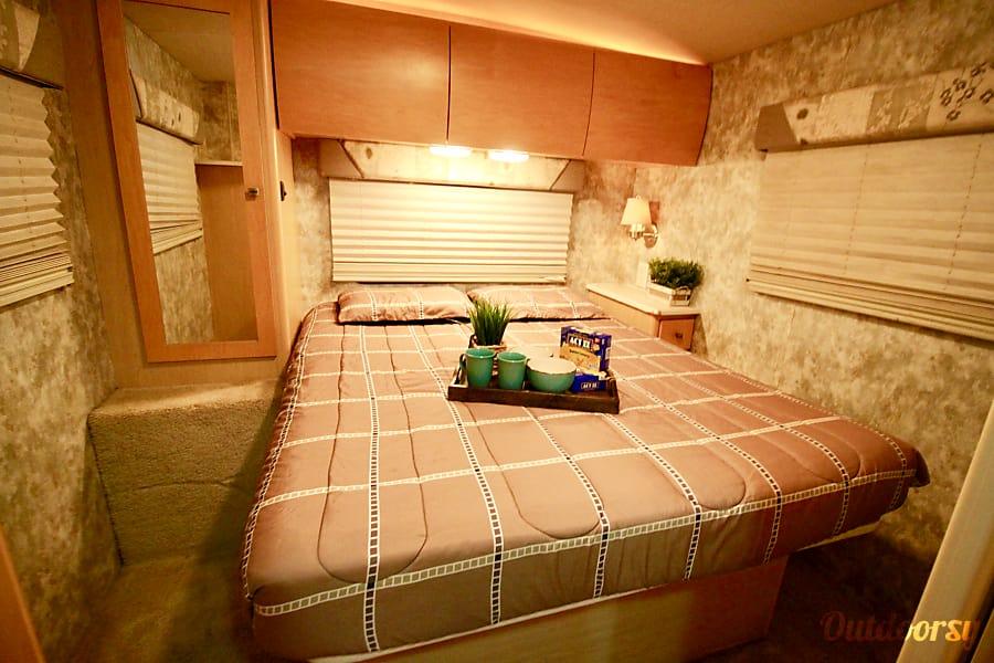 29' Winnebago EZ 2 Drive w/Private Bedroom & SuperSlide Out! Huge Living Room/Kitchen! Sleeps 8 Oceanside, CA