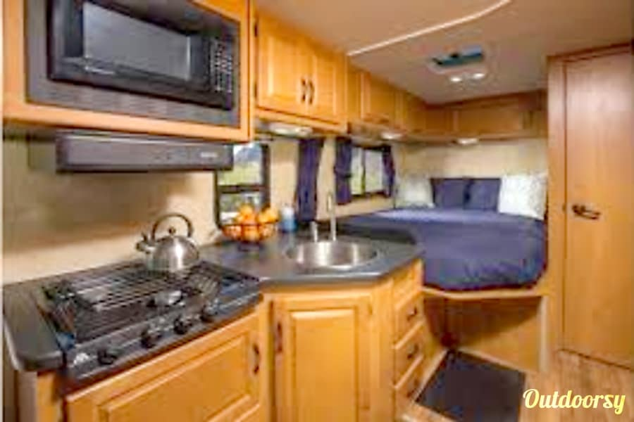 2014 Thor Motor Coach Four Winds Majestic RV Kihei, HI