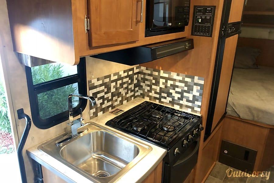 interior NEW 2018, Class-C Winnebago Minnie Winnie Escondido, CA