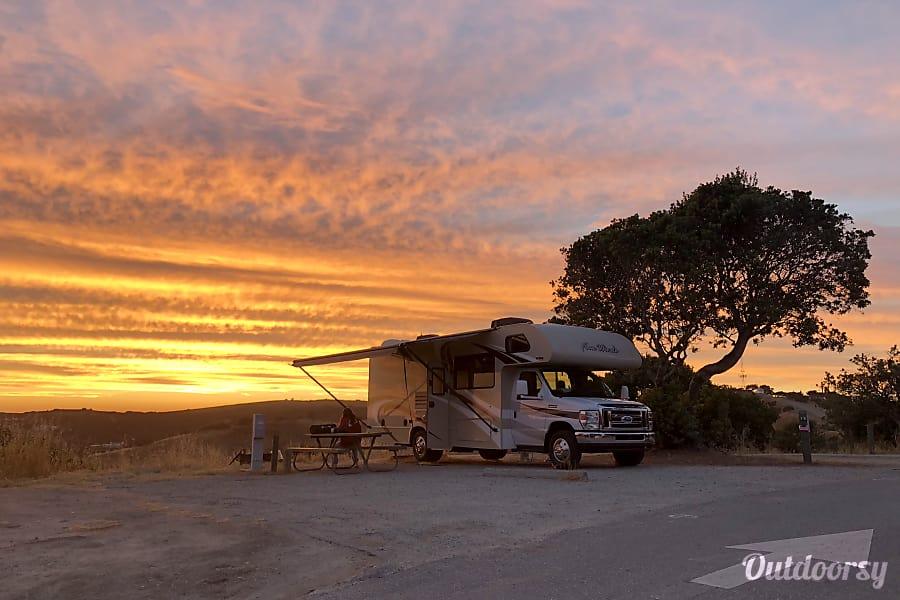 exterior 2017 Thor Motor Coach Four Winds Kingman, AZ
