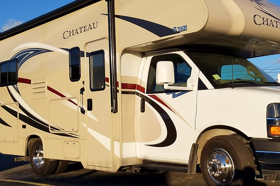 exterior 2018 Thor Motor Coach Chateau Round Rock, TX