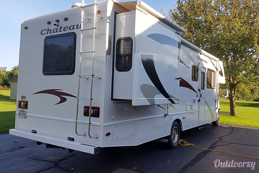 exterior 2008 Thor Motor Coach Chateau Springboro, OH