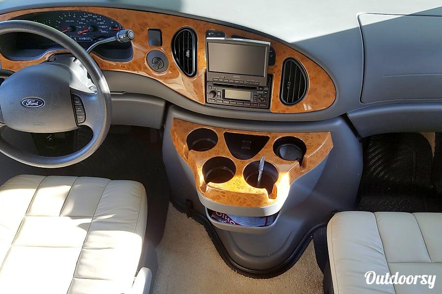 interior 2008 Thor Motor Coach Chateau Springboro, OH