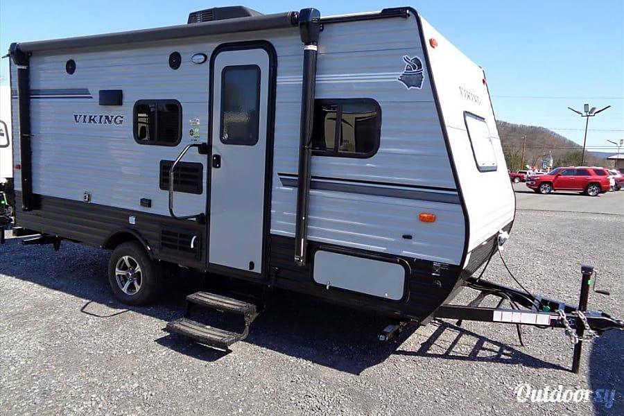 2019 Viking 2019 Small 17 foot lightweight travel trailer ...