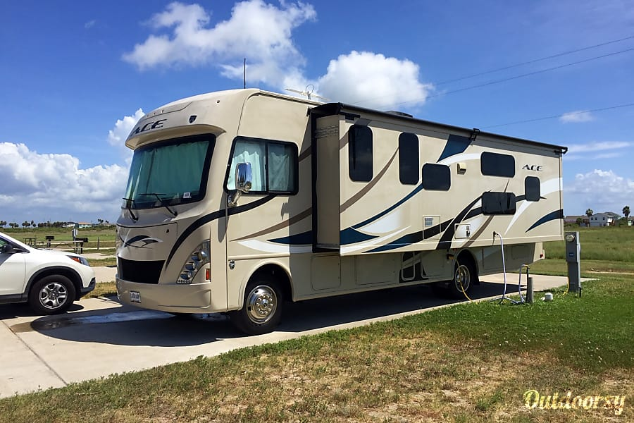 exterior 2016 Thor Motor Coach Friendswood, TX