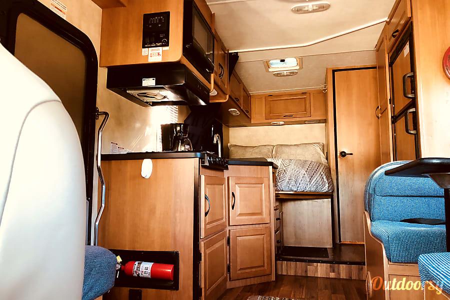 2014 Thor Motor Coach Four Winds Majestic in Tampa, FL